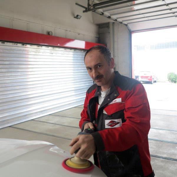 R. Cakir, Fahrzeuglackierer
